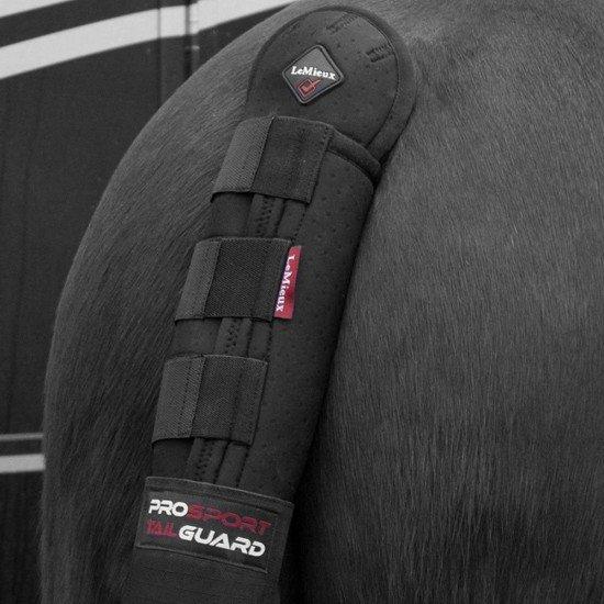 Нахвостник с сумочкой Black от Horse Health